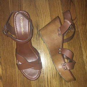 Shoes - brown wedegs